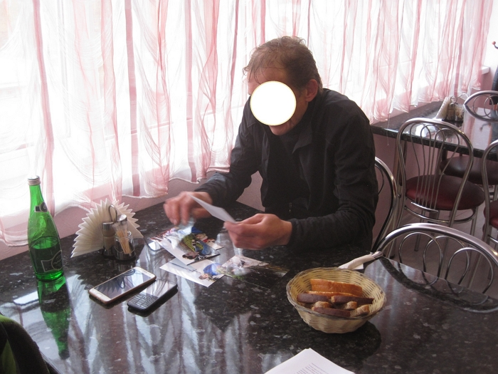 Ayuda a encontrar al padre biológico en Moscú, en Rusia
